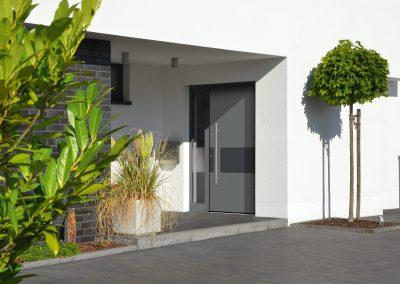 G14_9007-Graualuminium_Designfeld-7016-Anthrazitgrau_6775-98-400x284 Haustüren